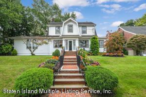6 Whitewood Avenue, Staten Island, NY 10310