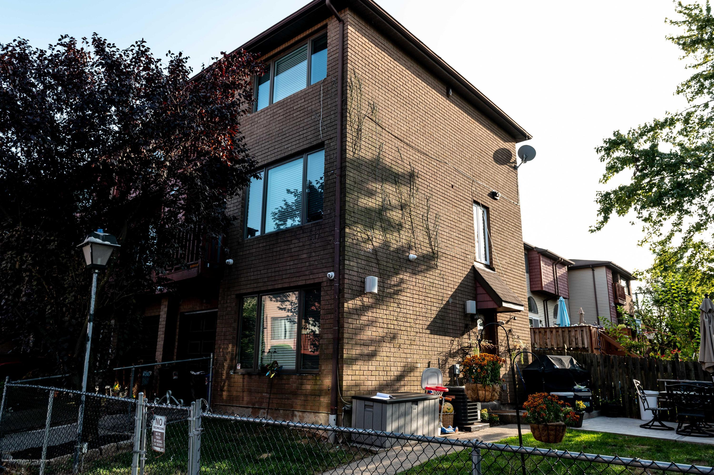 Single Family - Attached 10 Kay Place  Staten Island, NY 10305, MLS-1140871-2