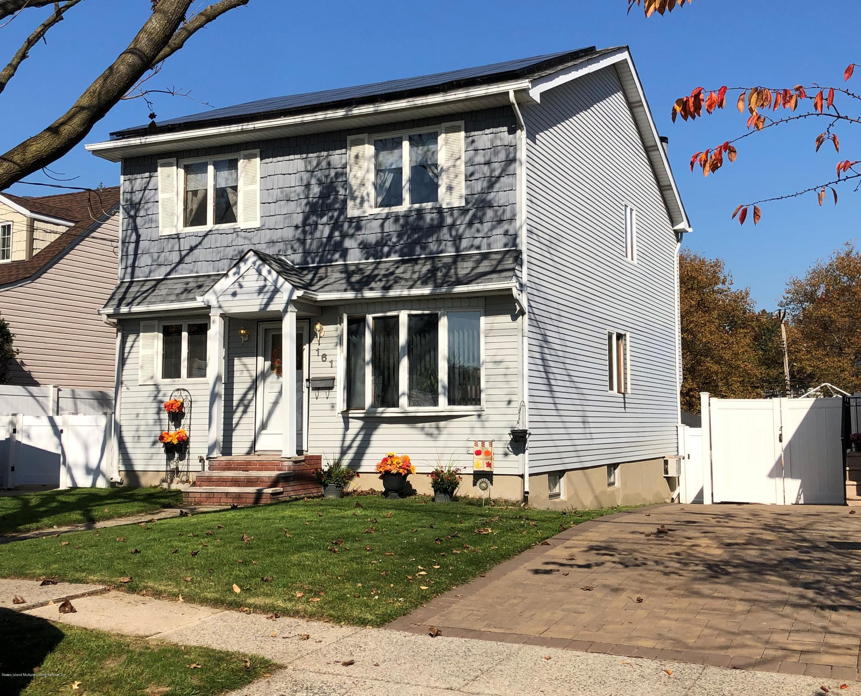 Single Family - Detached in Dongan Hills-Above Hylan - 161 Atlantic Avenue  Staten Island, NY 10304