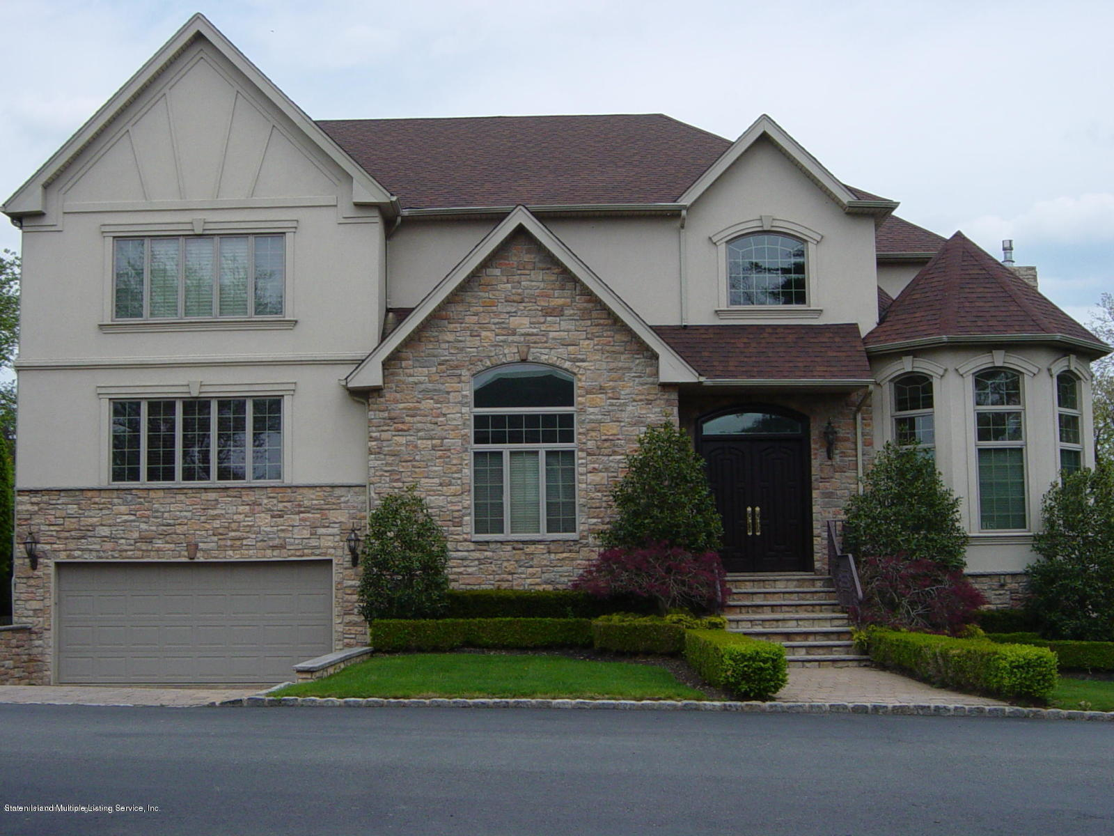 Single Family - Detached in Todt Hill - 15 Chipperfield Court   Staten Island, NY 10304