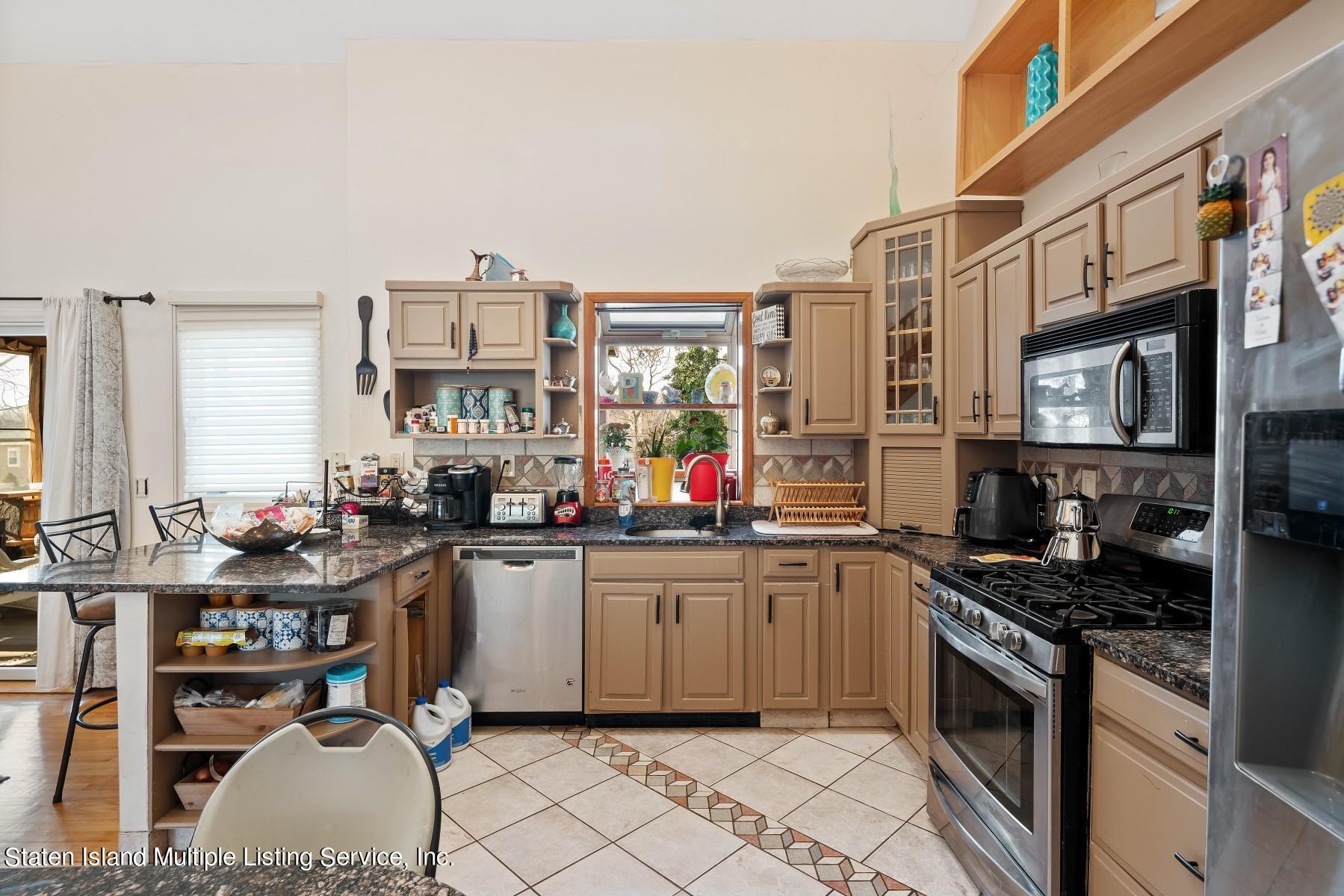 Single Family - Detached 8 Bionia Avenue  Staten Island, NY 10305, MLS-1142818-10