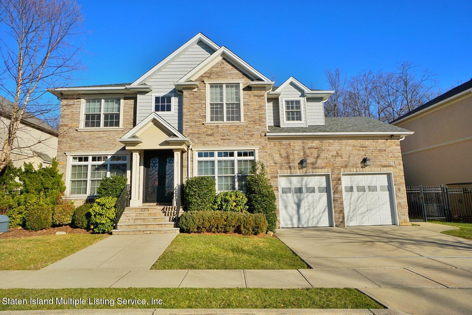 Single Family - Detached in Tottenville - 31 Belwood Loop  Staten Island, NY 10307