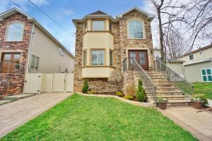 2 family Center hall colonial with 4 bedrms/ 4 baths in the main house with a fiinished basement plus a 1 bedrms apt