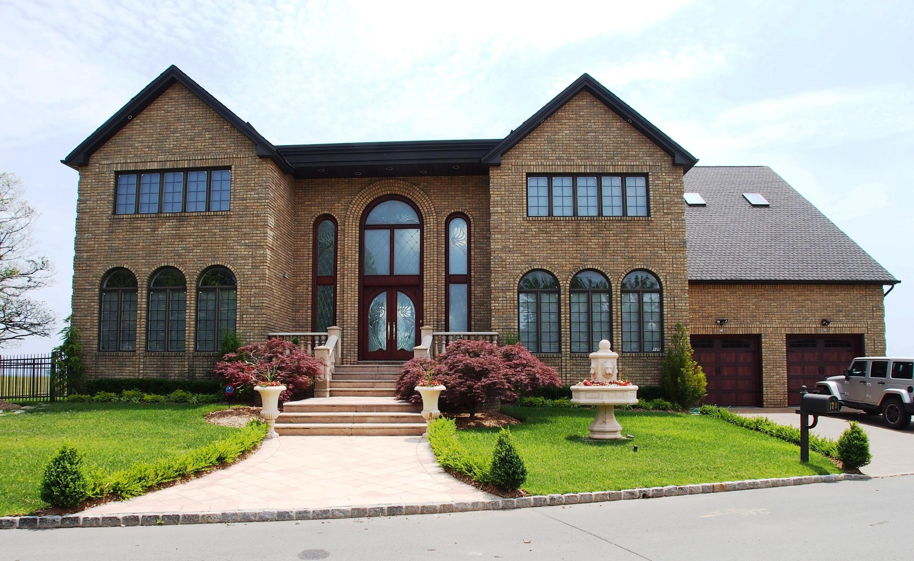 Single Family - Detached in S.E. Annadale - 120 Nicolosi Drive  Staten Island, NY 10312
