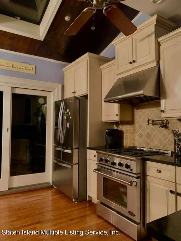 Single Family - Detached 65 Hartford Avenue  Staten Island, NY 10310, MLS-1145980-8