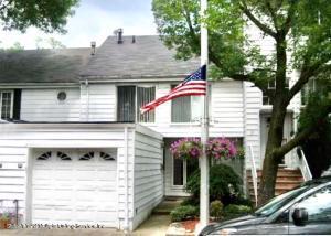 27 Hampton Green, Staten Island, NY 10312