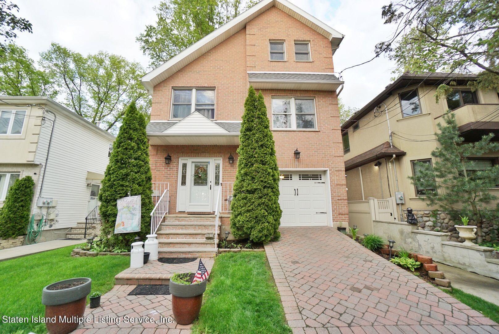 Single Family - Detached in Pleasant Plains - 311 Sharrott Avenue  Staten Island, NY 10309