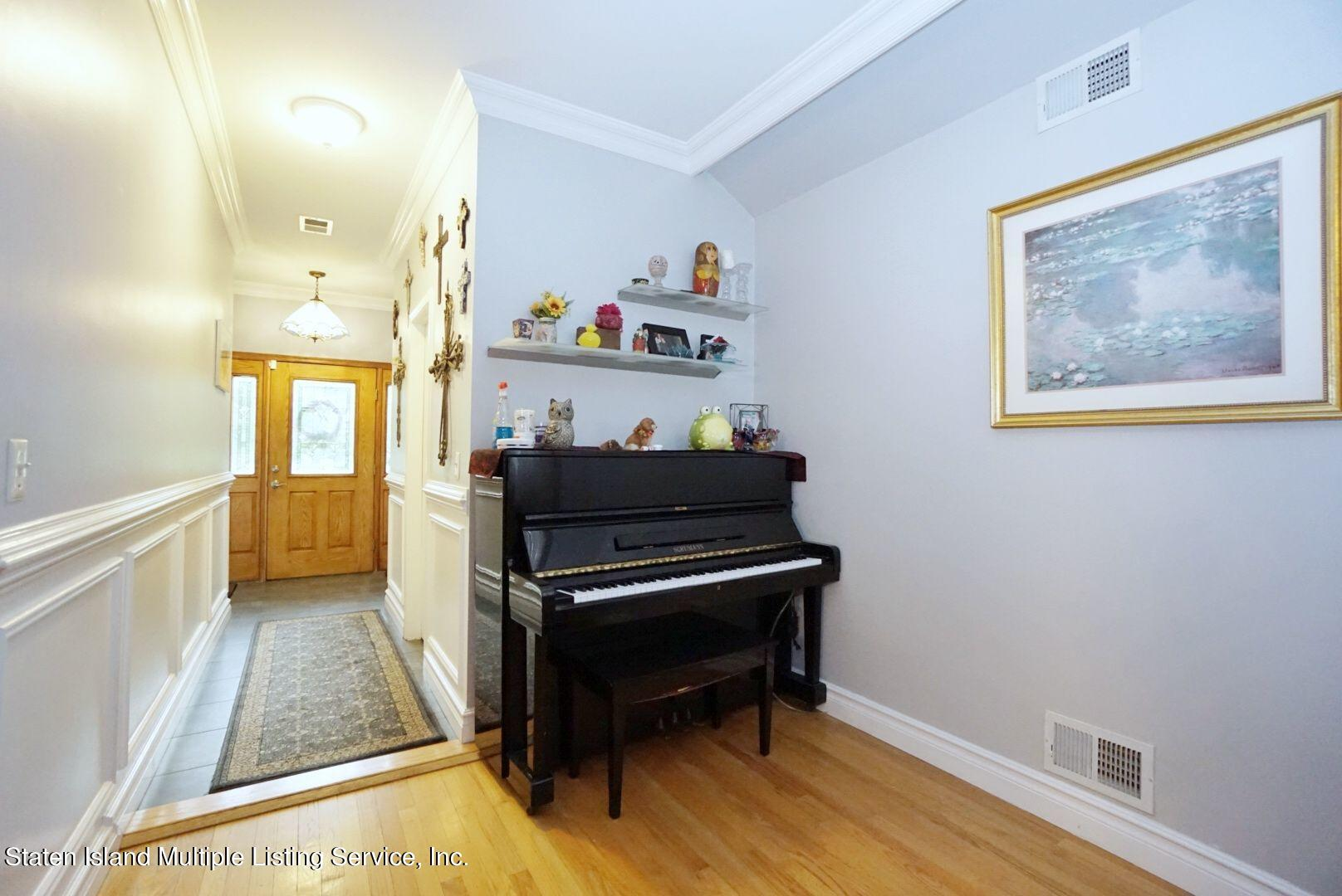 Single Family - Detached 311 Sharrott Avenue  Staten Island, NY 10309, MLS-1146042-8