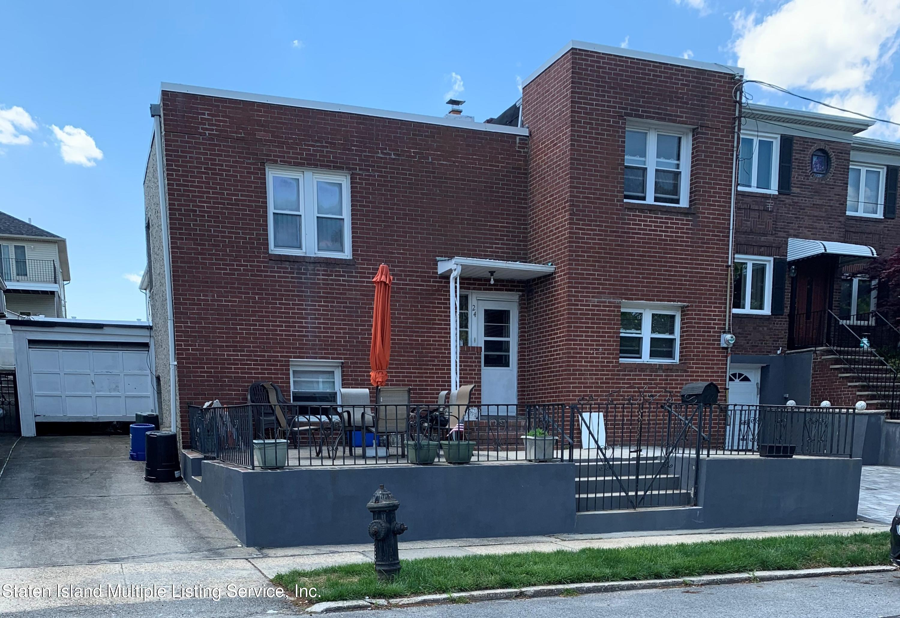Single Family - Detached in Sunset Hill - 24 Oneida Avenue  Staten Island, NY 10301