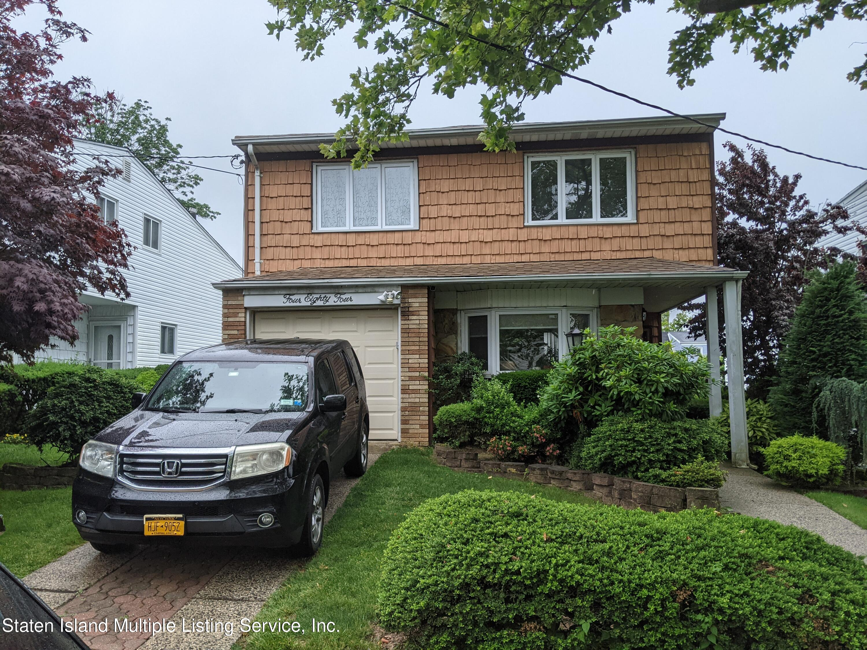 Single Family - Detached in Manor Heights - 484 Mountainview Avenue  Staten Island, NY 10314