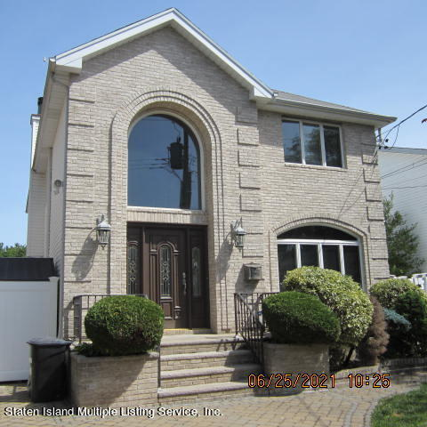 Single Family - Detached in Annadale - 403 Edgegrove Avenue  Staten Island, NY 10312