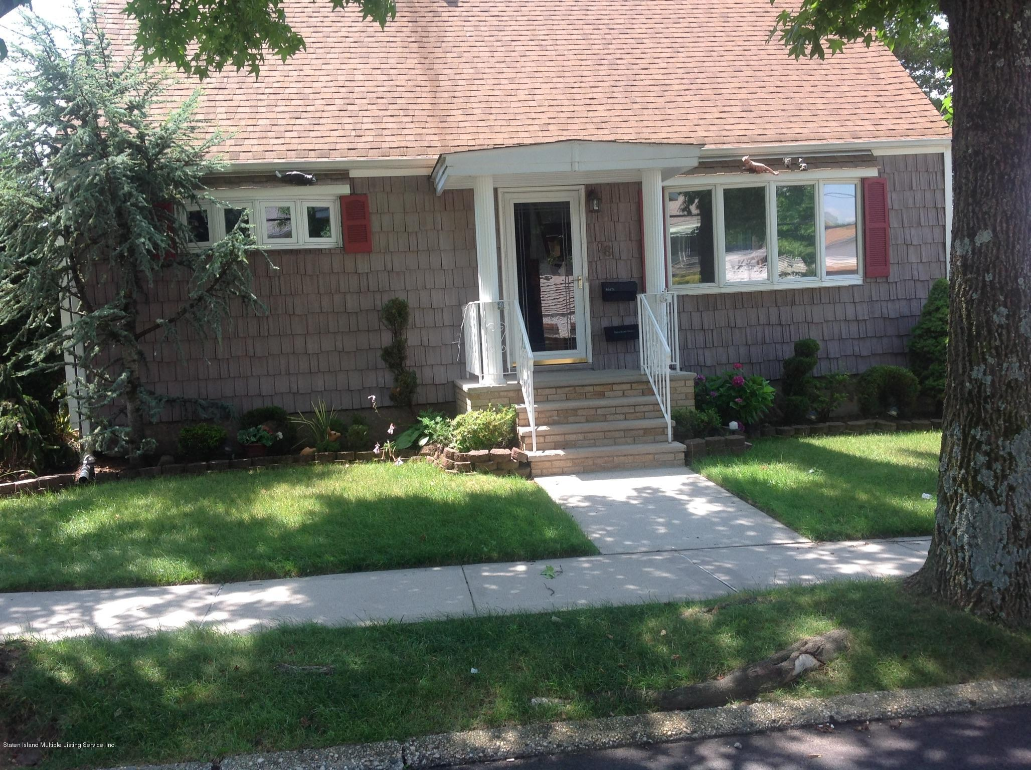 Single Family - Detached in Manor Heights - 28 Queen Street  Staten Island, NY 10314