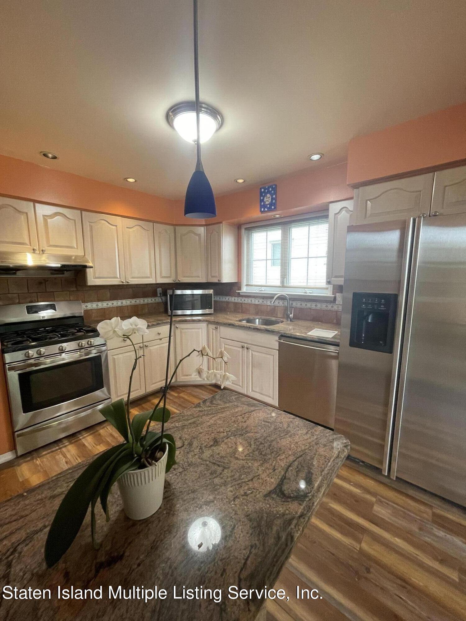 Single Family - Detached 484 Mountainview Avenue  Staten Island, NY 10314, MLS-1147175-4