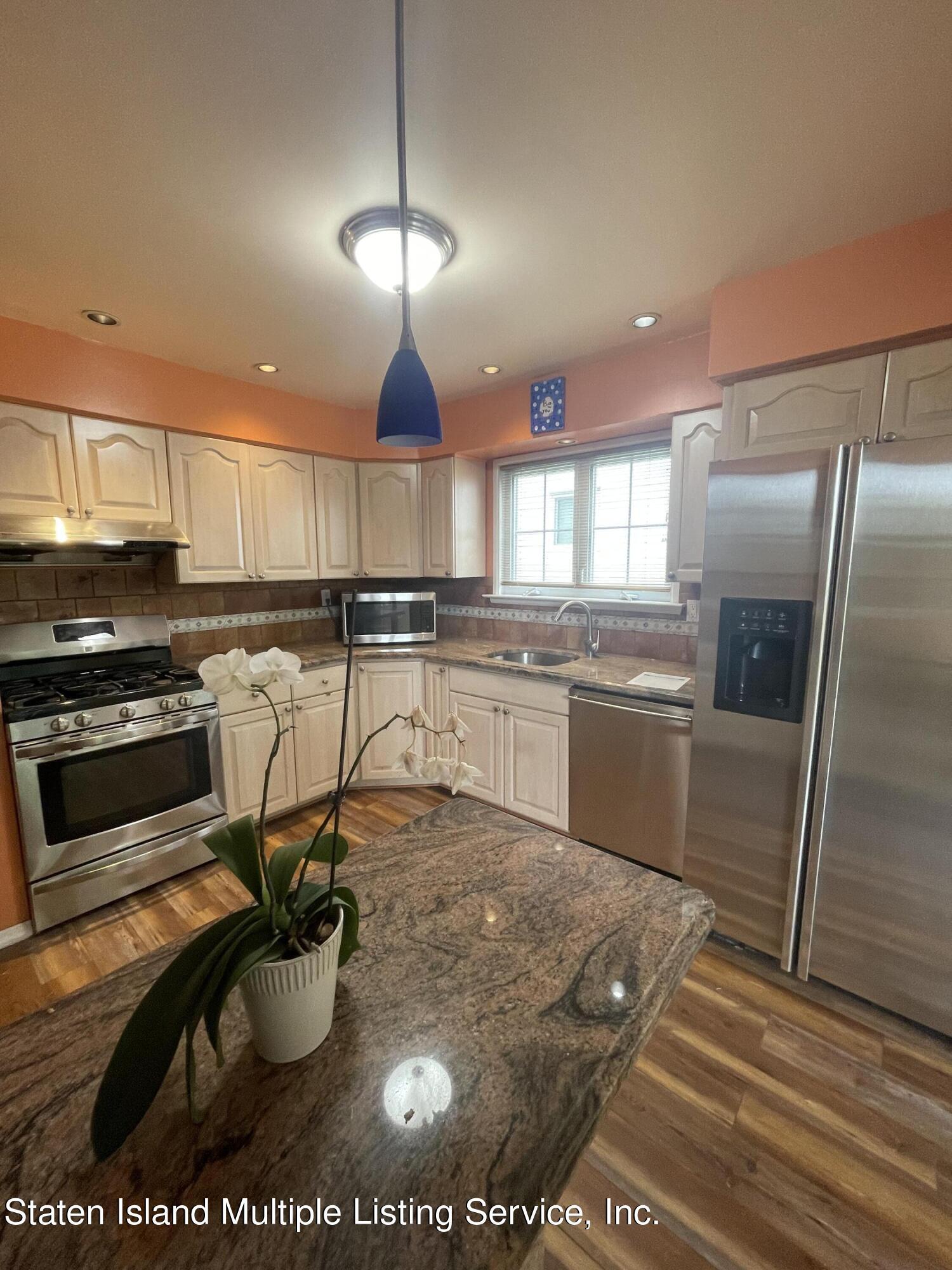 Single Family - Detached 484 Mountainview Avenue  Staten Island, NY 10314, MLS-1147175-9