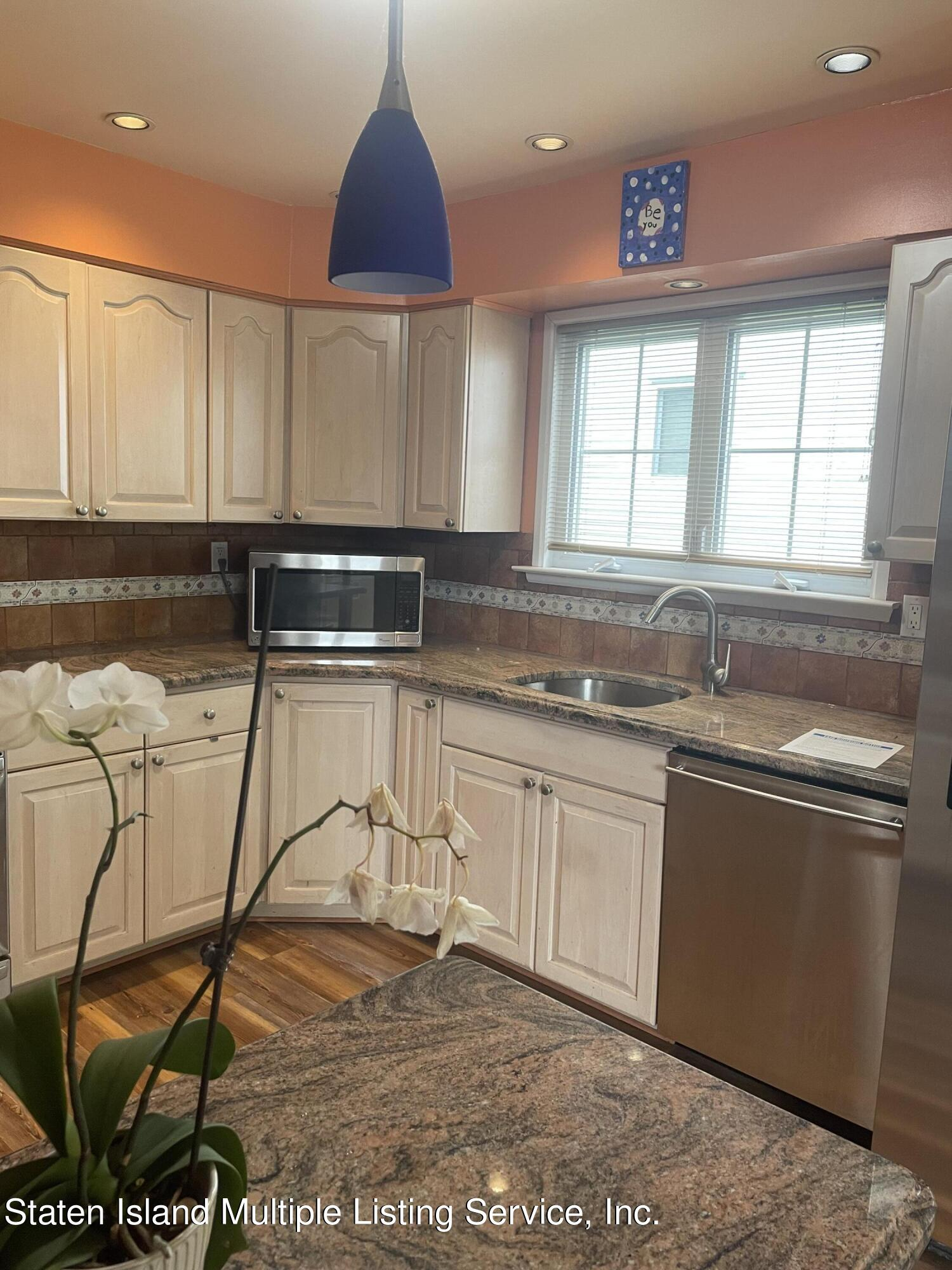 Single Family - Detached 484 Mountainview Avenue  Staten Island, NY 10314, MLS-1147175-52