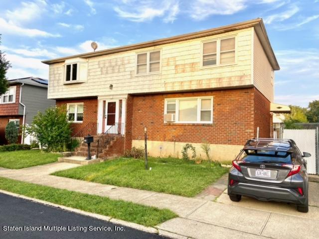 Single Family - Detached in Westerleigh - 79 Glascoe Avenue  Staten Island, NY 10314