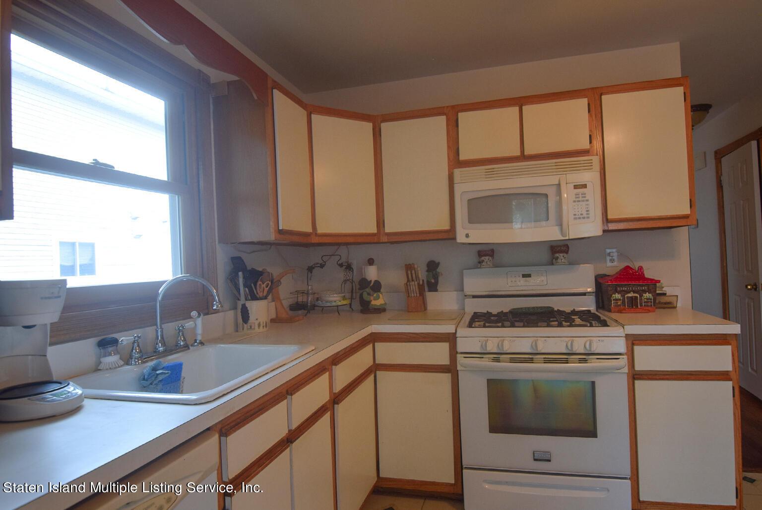 Single Family - Semi-Attached 524 Tennyson Drive  Staten Island, NY 10312, MLS-1149452-7