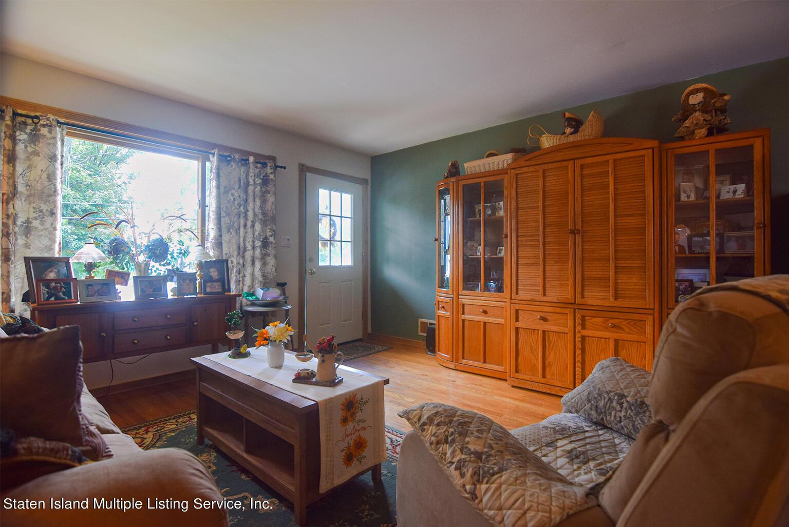 Single Family - Semi-Attached 524 Tennyson Drive  Staten Island, NY 10312, MLS-1149452-2