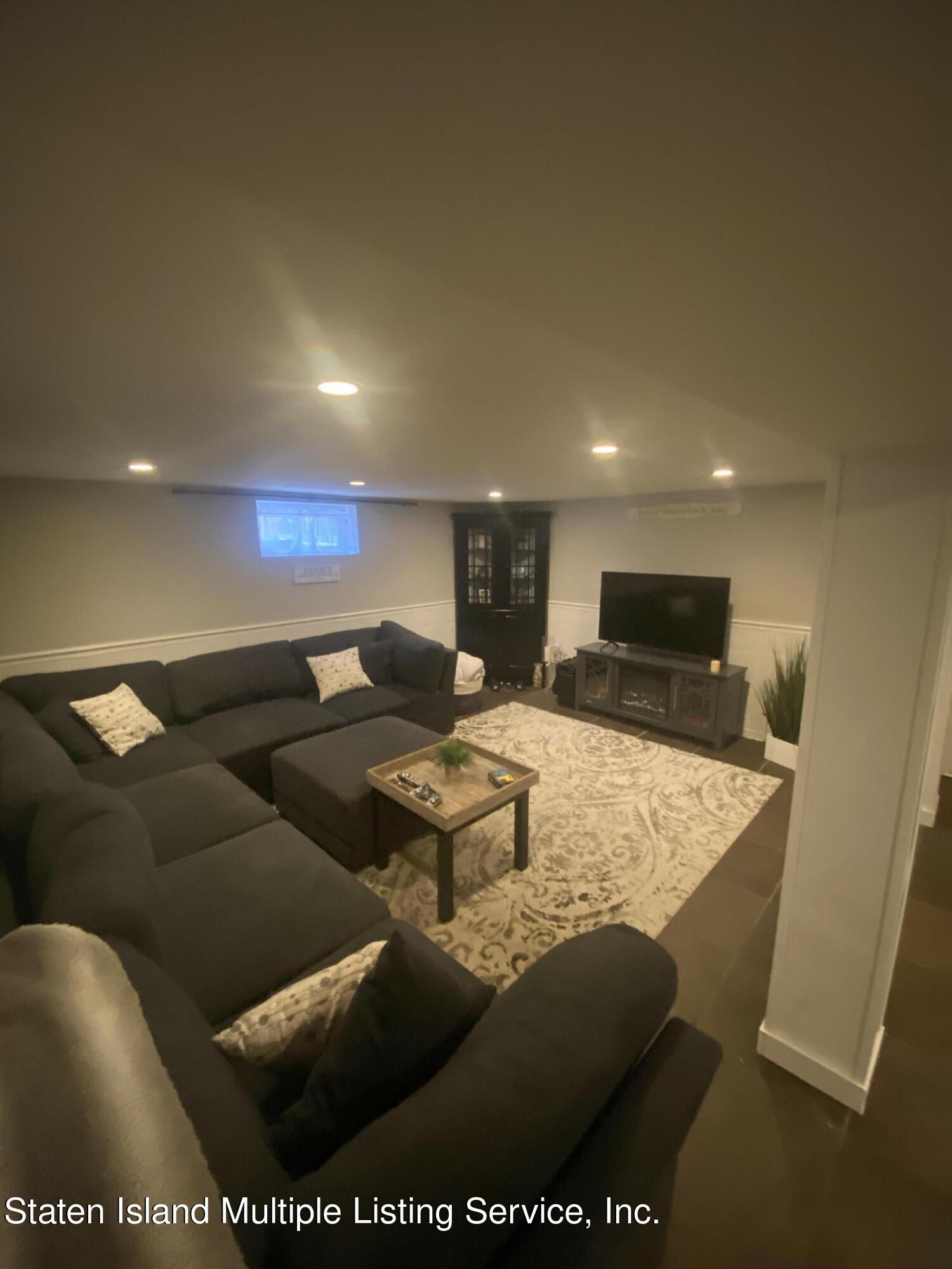 Single Family - Detached 569 Oakland Avenue  Staten Island, NY 10310, MLS-1149608-6