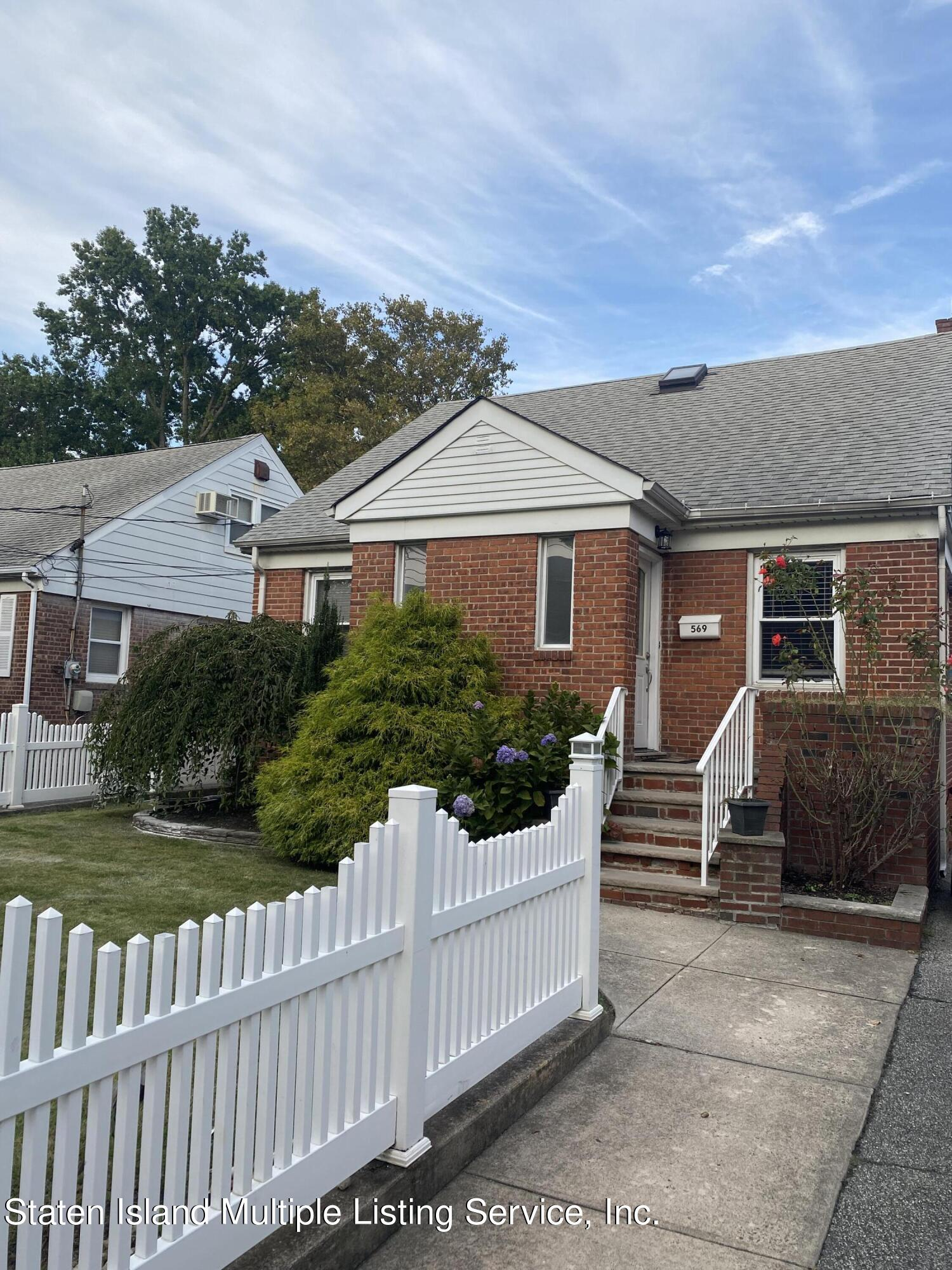 Single Family - Detached 569 Oakland Avenue  Staten Island, NY 10310, MLS-1149608-2