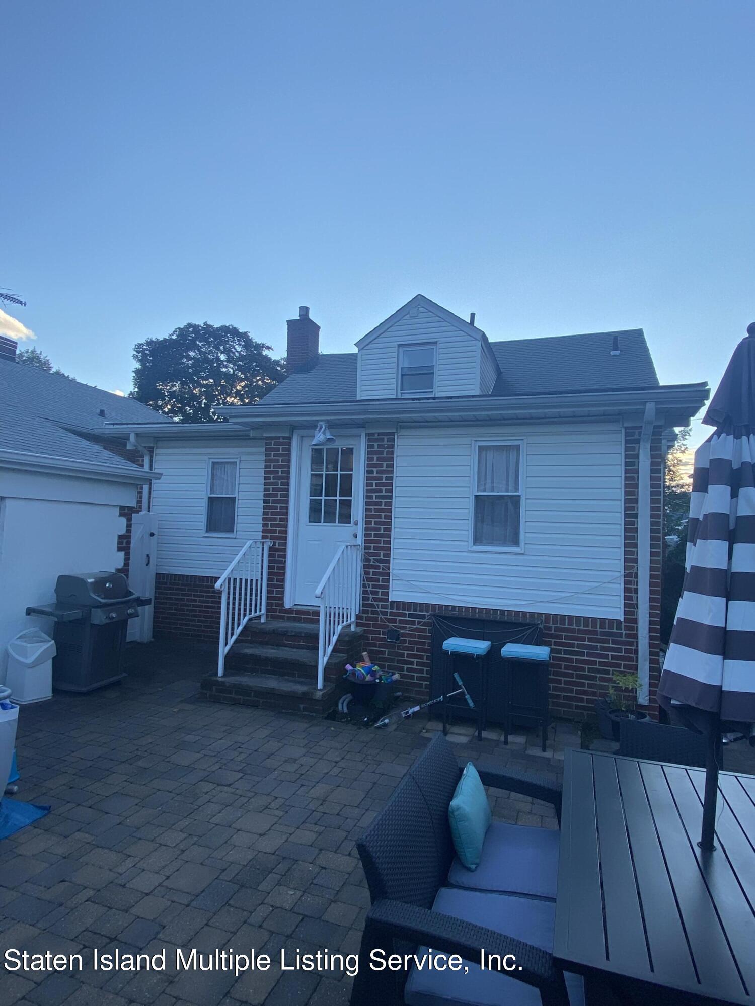 Single Family - Detached 569 Oakland Avenue  Staten Island, NY 10310, MLS-1149608-20