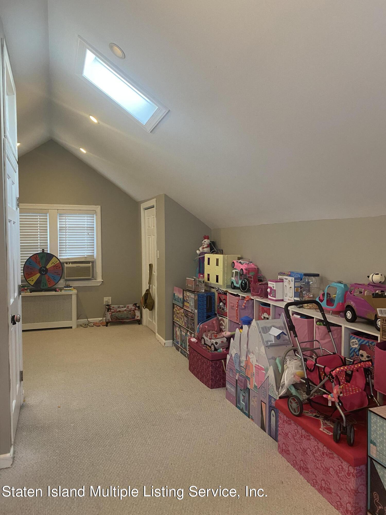 Single Family - Detached 569 Oakland Avenue  Staten Island, NY 10310, MLS-1149608-16