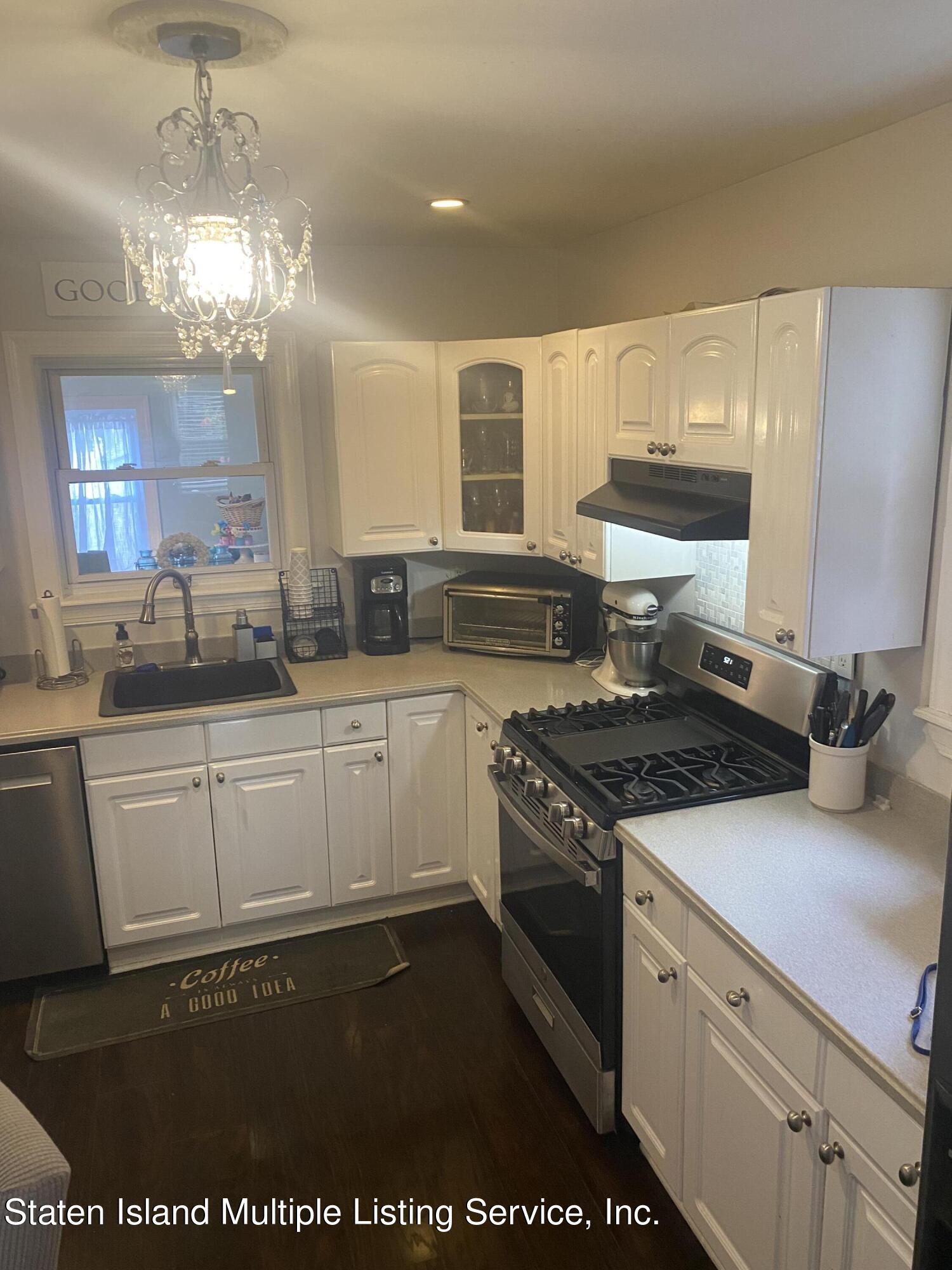 Single Family - Detached 569 Oakland Avenue  Staten Island, NY 10310, MLS-1149608-4