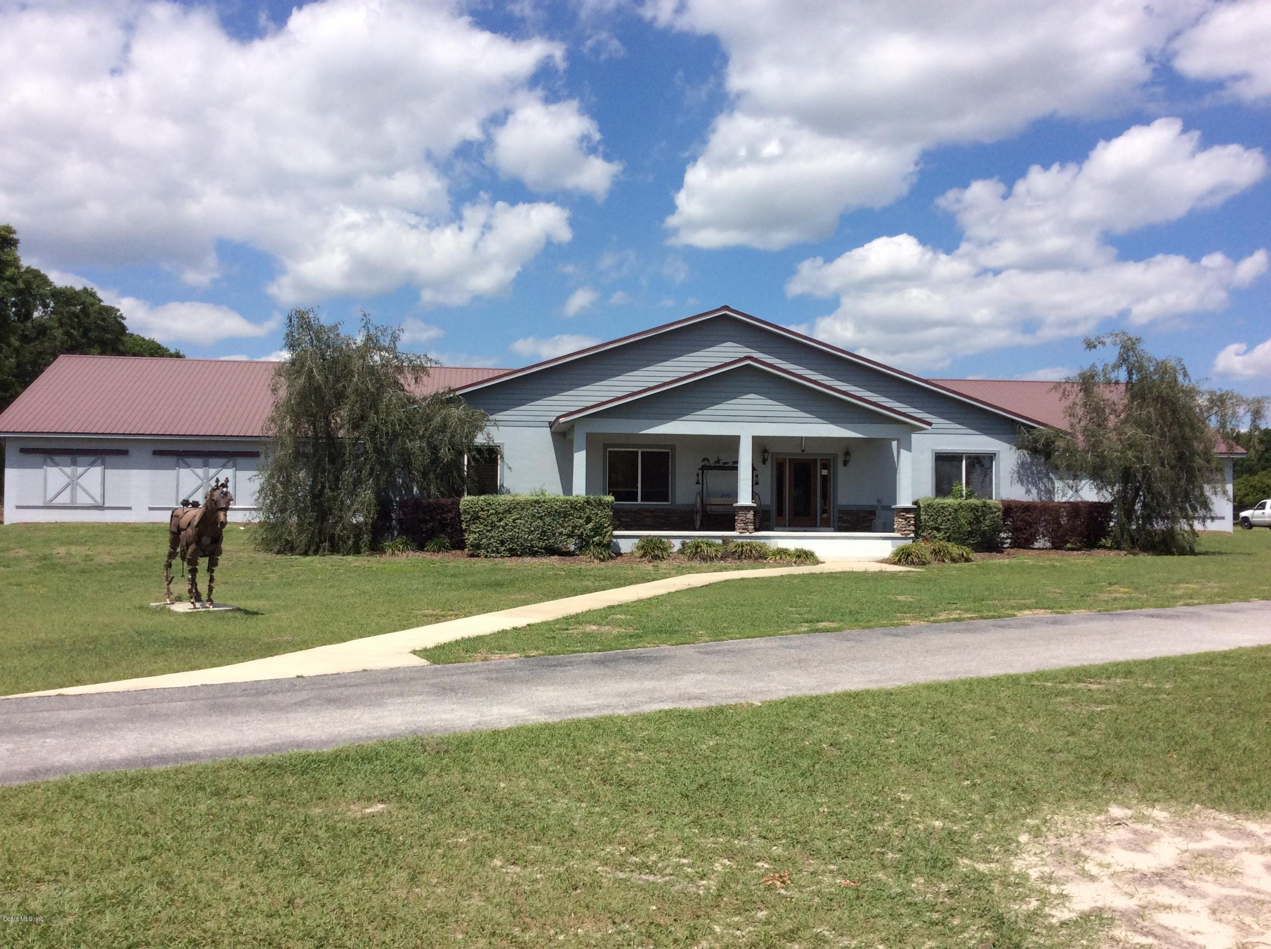 Main stallion / show barn with super office space