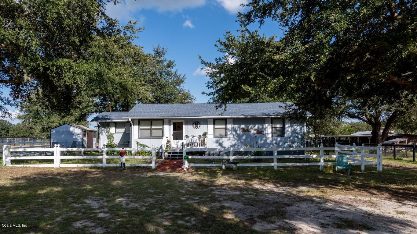 2564 Smitty Road, Weirsdale, FL 32195