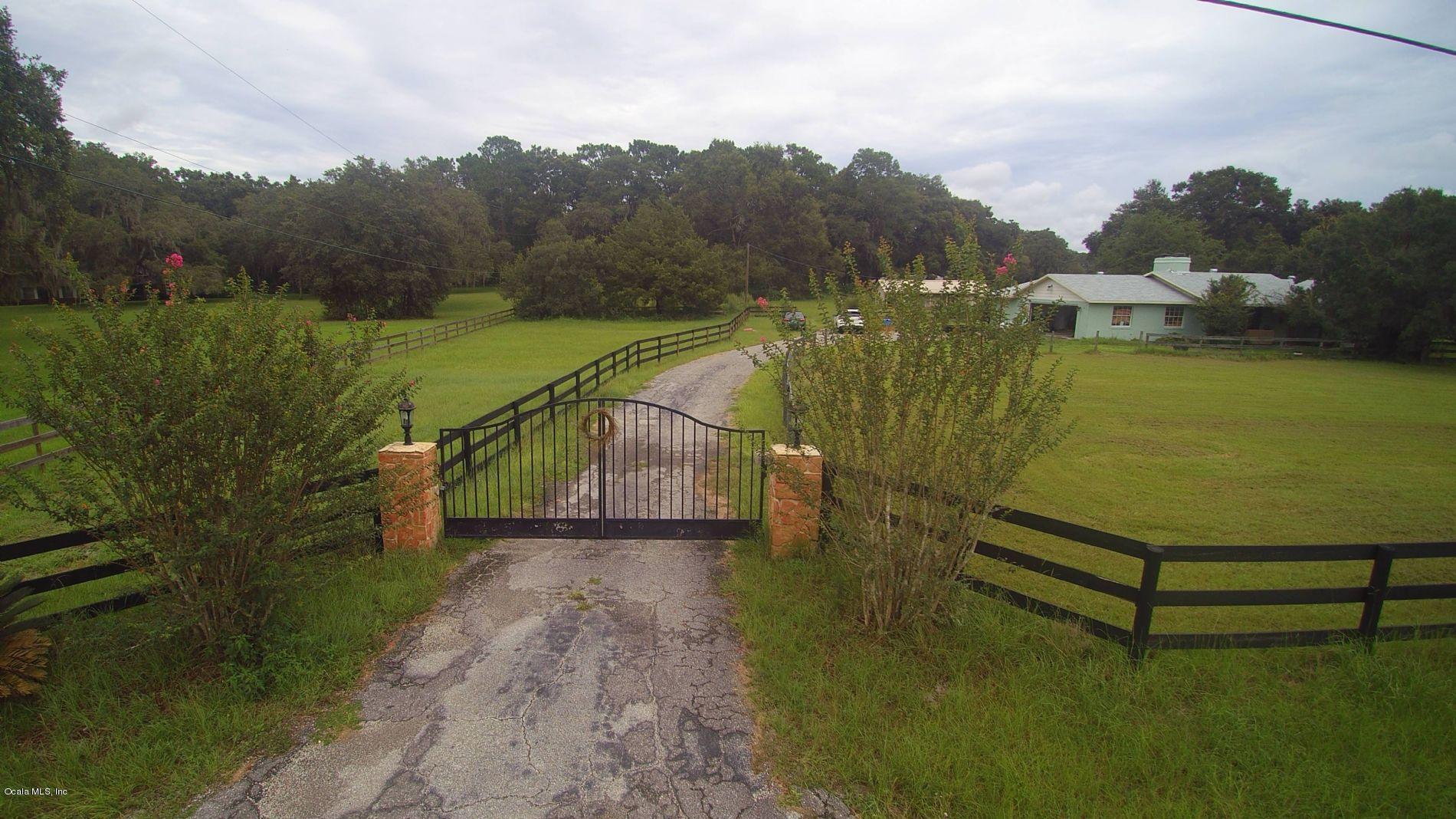 16 Meadow Wood Drive, Ocala, FL 34482