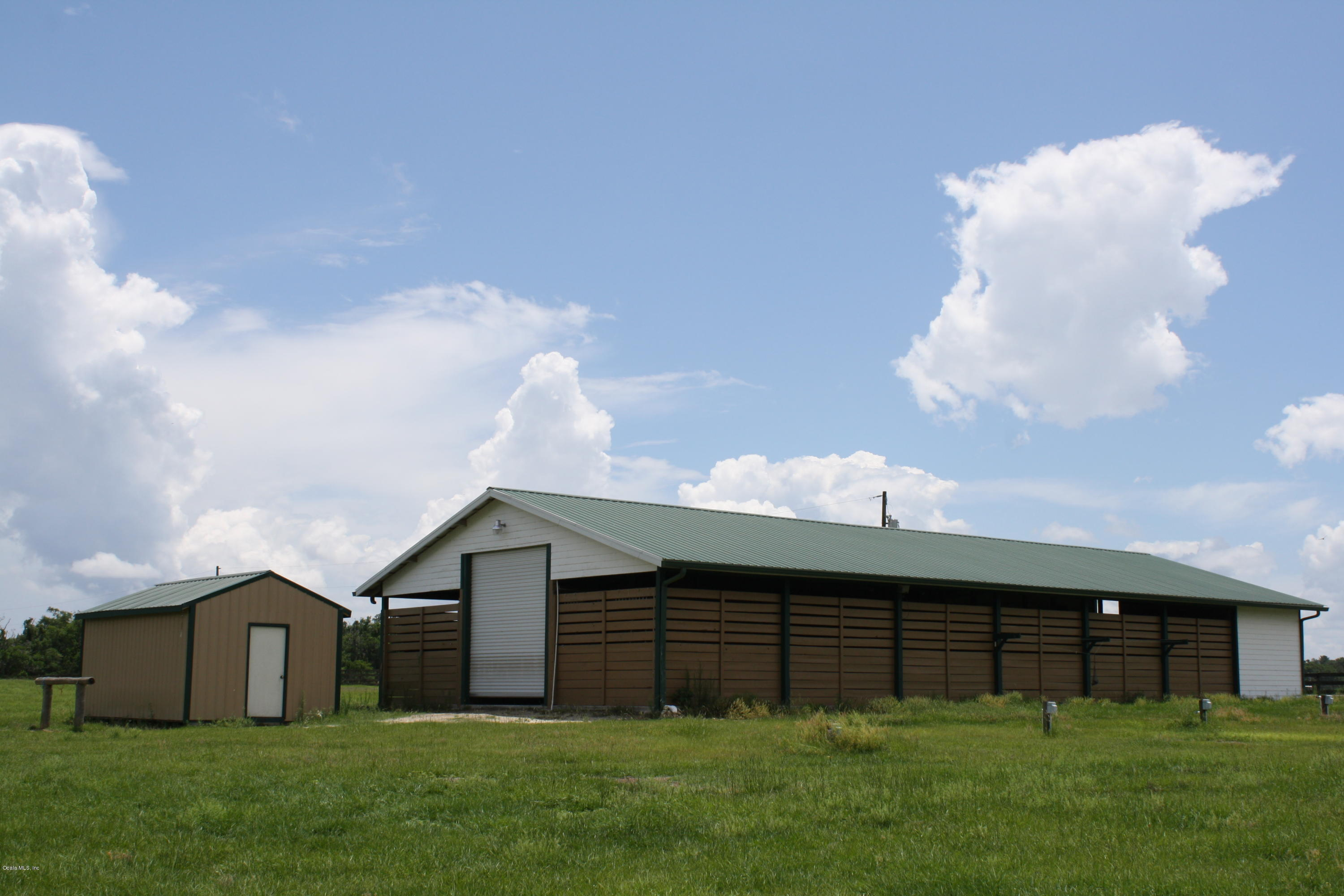 12 stall barn with feed and tack building