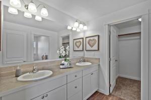 Middleton - Master Bathroom