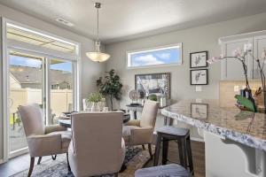 Hudson - Dining Room