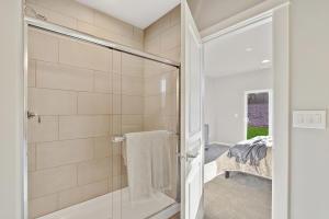 Hudson - Master Bathroom 2
