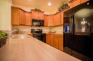 The Canyon - Kitchen 1