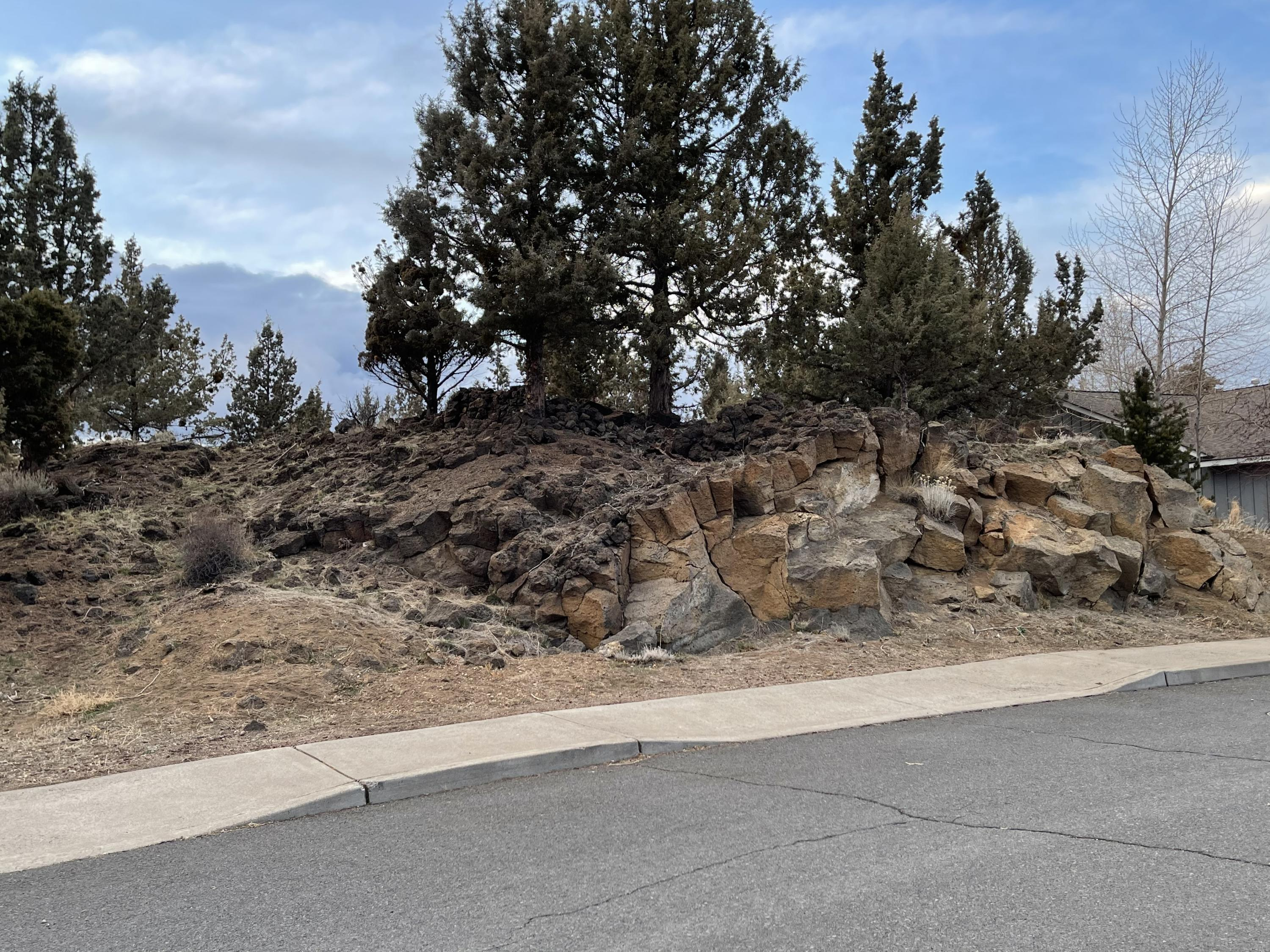 Holliday Park, two for the price of one building lots. Rock creates some elevation for views, lots combined for .41 acre. Bring your designer and creativity. A good opportunity!