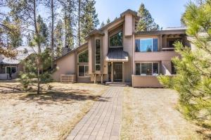 57045 Tennis Village Lane, 6, Sunriver, OR 97707