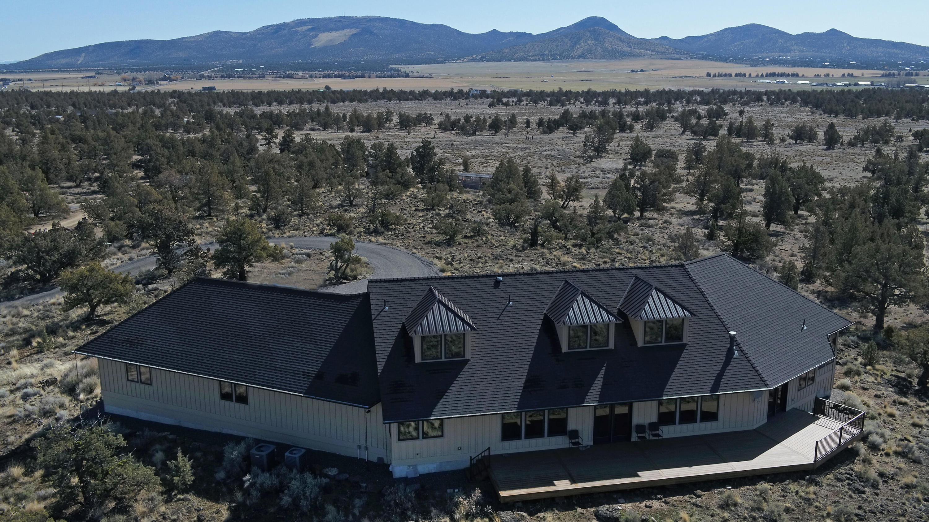 Total privacy, sweeping mountain views, 1000's of acres of public lands, once in a lifetime opportunity for a private well built home on 40 acres. Huge great room, main level living, tripe car garage, solid 2x10 construction, 12x24 horse shed, RV hookup, fenced perimeter. This is one special property.