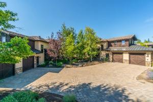 65701 Adventure Court, 308, Bend, OR 97701