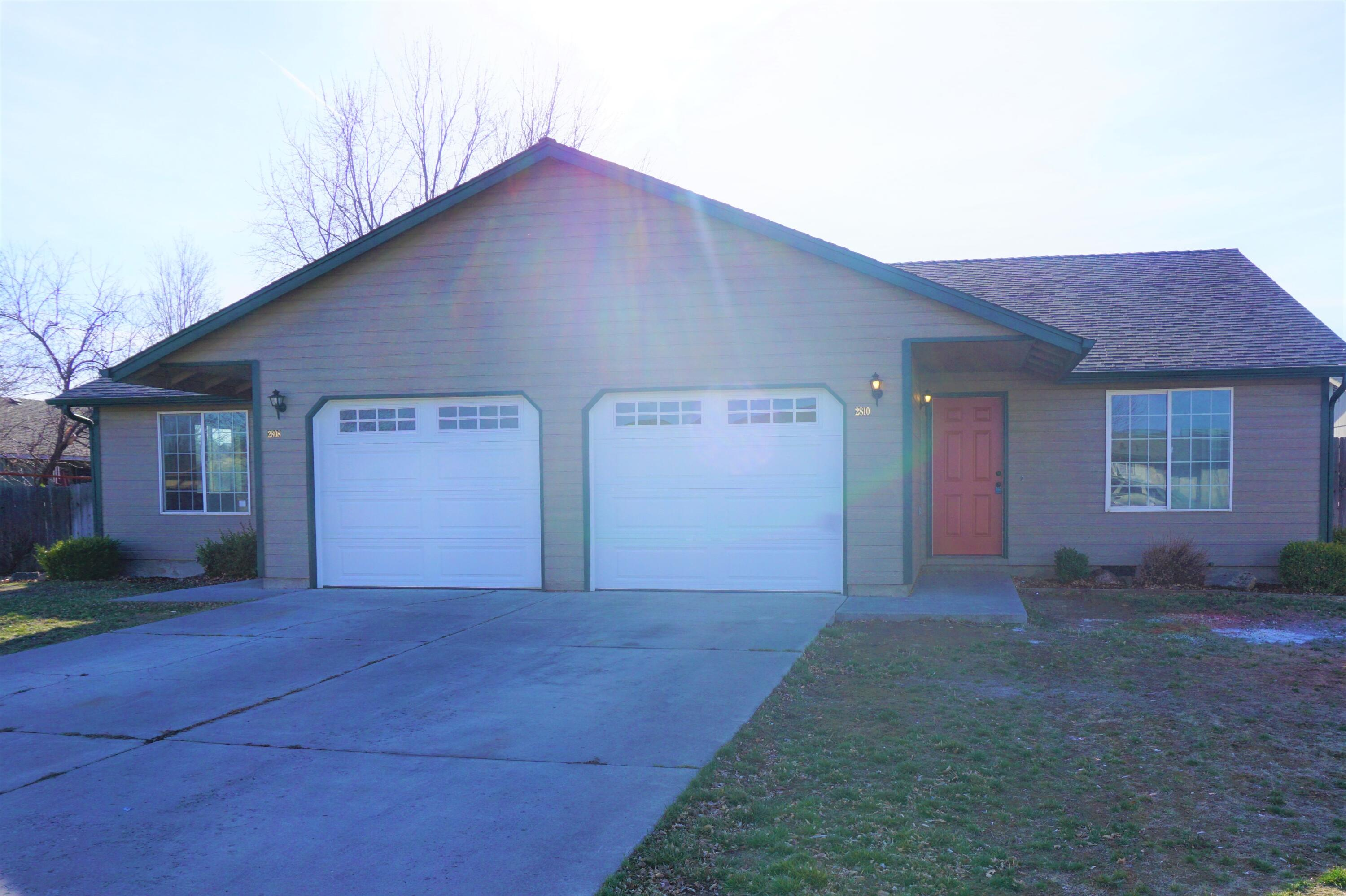 Recently remodeled duplex on large lot in Redmond.  Long-term, reliable tenants in place.  Each unit is 2 bedroom, 2 Bath with private, fenced yards.  Entered for Comps Only.