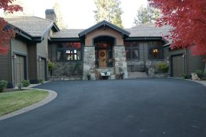 61858 Bunker Hill Court, Bend, OR 97702