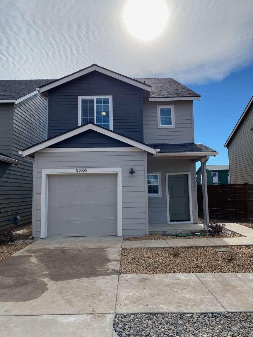 Tri-plex , three new houses on one lot. Each is 3 bedroom, 2.5 bath plus garage, 1501,1535, & 1535 sq ft, net cash flow $66,262 current, $74,550 year one; on one year leases