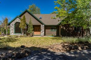 64001 Tanglewood Drive, Bend, OR 97701