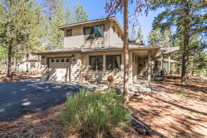 Beautiful 4 bedroom, 3 bath High Cascade cedar cabin with a large bonus room.