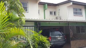 Townhouse En Ventaen Panama, Parque Lefevre, Panama, PA RAH: 14-1249