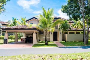 Casa En Ventaen Cocle, Cocle, Panama, PA RAH: 17-6106