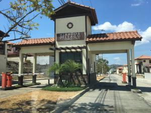 Casa En Alquileren Panama, Las Cumbres, Panama, PA RAH: 18-1074