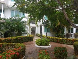 Apartamento En Ventaen Rio Hato, Playa Blanca, Panama, PA RAH: 18-4040