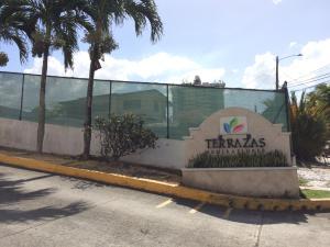 Apartamento En Alquileren Panama, 12 De Octubre, Panama, PA RAH: 19-425