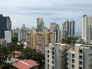 Apartamento En Ventaen Panama, La Cresta, Panama, PA RAH: 19-655